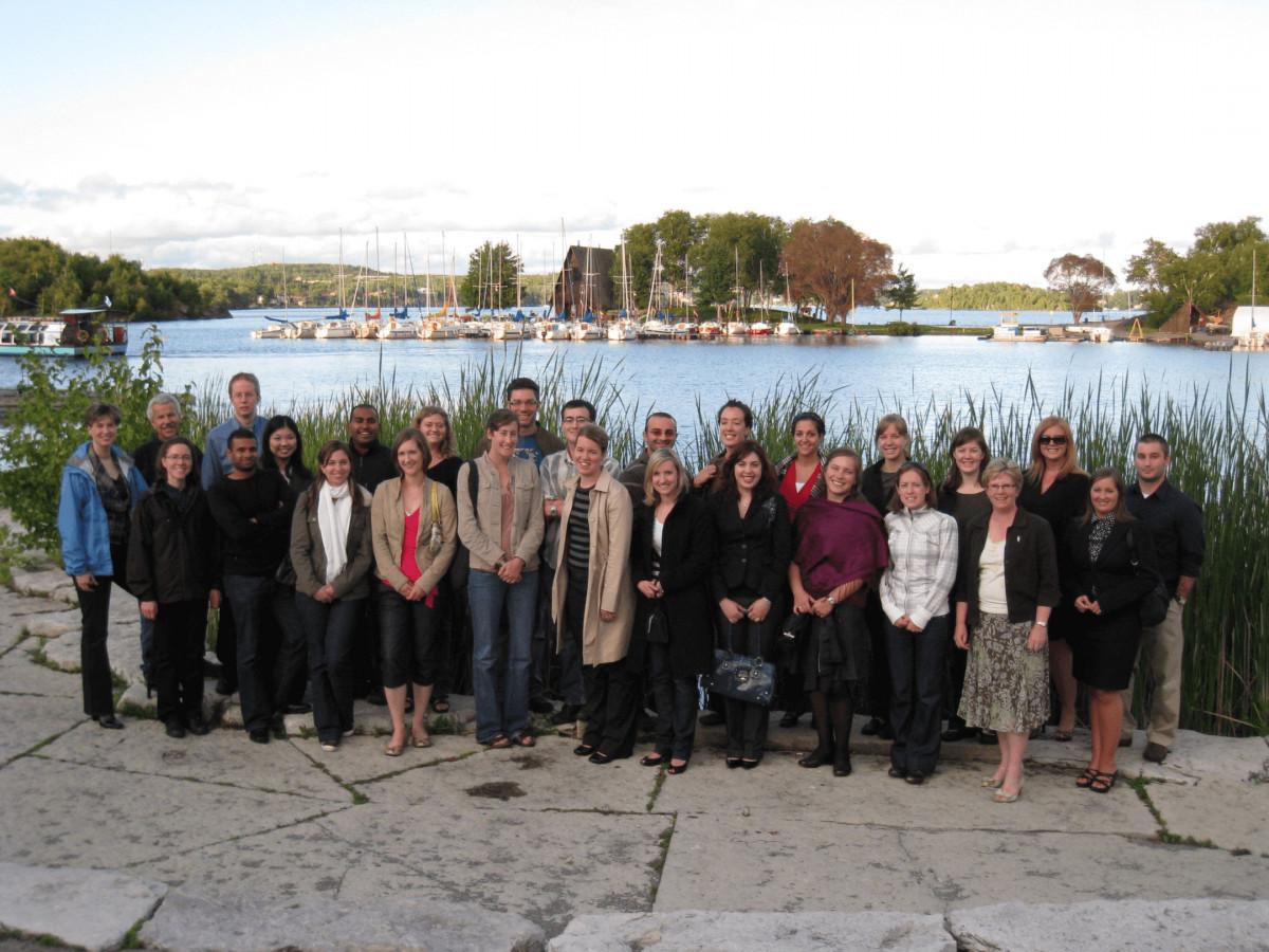 La Dre Topps et la première cohorte de médecine familiale de l'EMNO, Sudbury, 2011